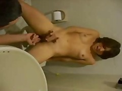 Brunette gets done on the toilet