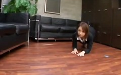 Office lady giving blowjob for guy cum to mouth spitting to palm on the floor in the office