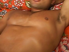 Hunks sucks thick muscle cock in bed