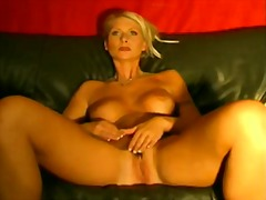 Mature blonde want to make you horny