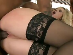 Michelle Moist, inghiottire