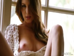 Amber sym enjoys fingering